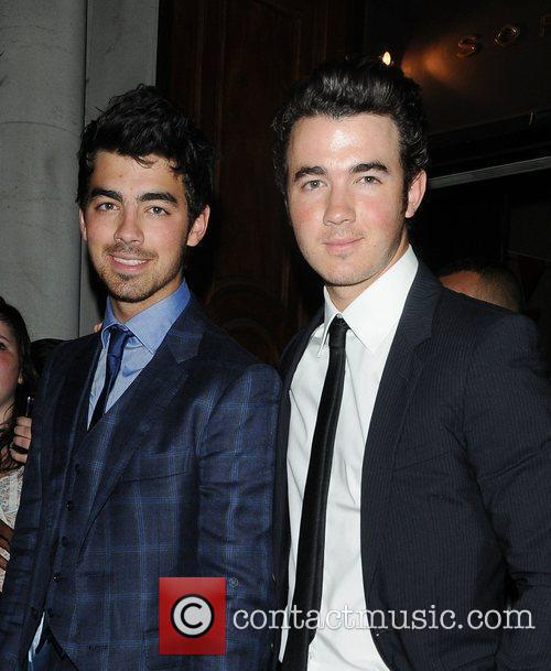 Joe Jonas, Jonas Brothers, Kevin Jonas, Les Miserables, Nick Jonas and Queen 8