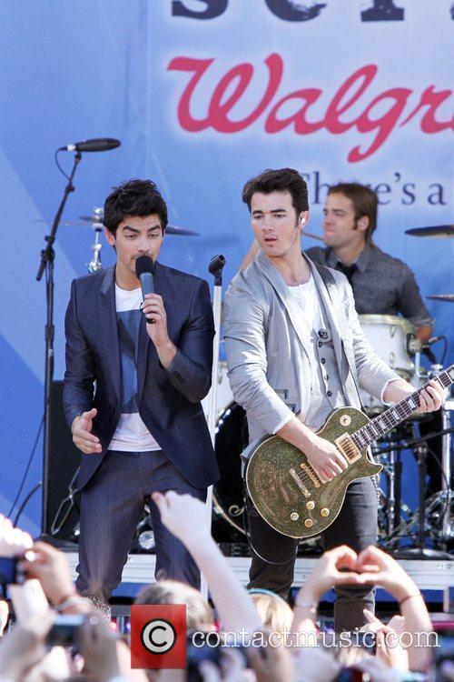 Joe Jonas and Jonas Brothers 5