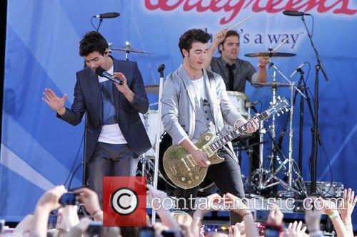 Joe Jonas and Jonas Brothers 9