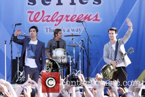 Joe Jonas and Jonas Brothers 5