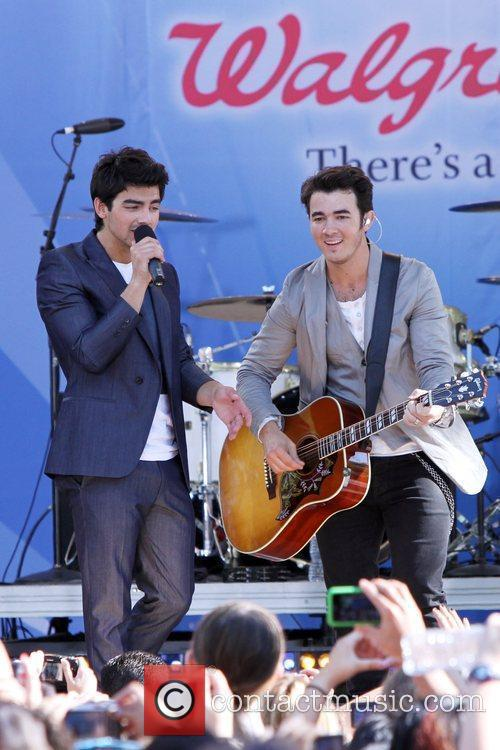 Joe Jonas and Jonas Brothers 4