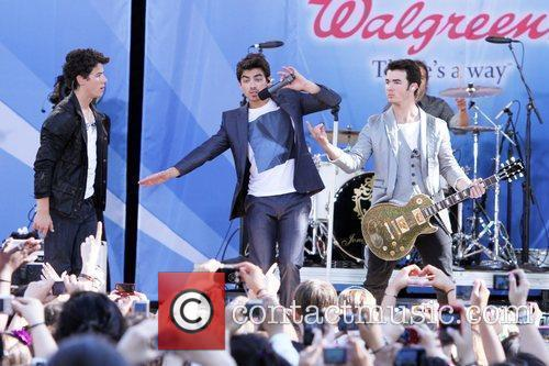 Nick Jonas and Jonas Brothers 5