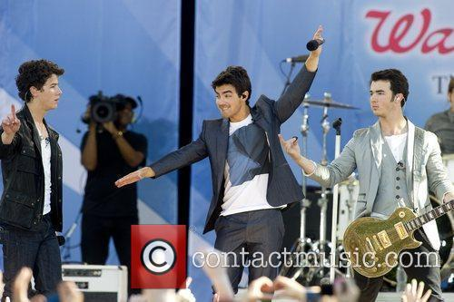 Nick Jonas and Jonas Brothers 6