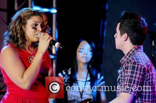 Jordin Sparks and David Archuleta performing The 3rd...