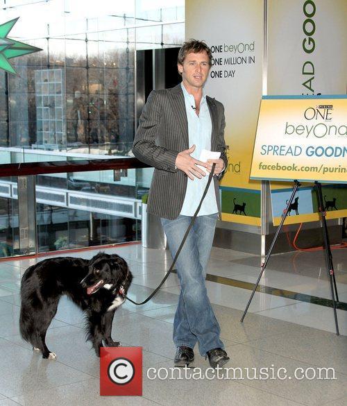 Josh Lucas with his dog Loki helps Purina...