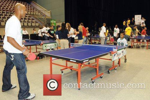Jason Taylor plays ping pong with his son...