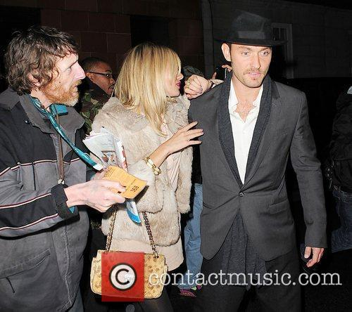 Jude Law and Sienna Miller are harassed by...