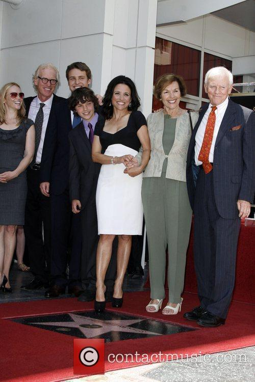 Julia Louis-dreyfus and Family 8