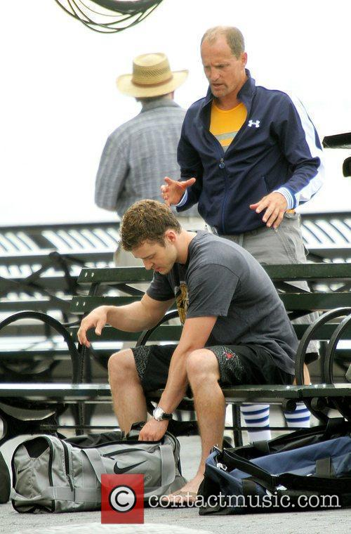 Woody Harrelson and Justin Timberlake change clothes to...