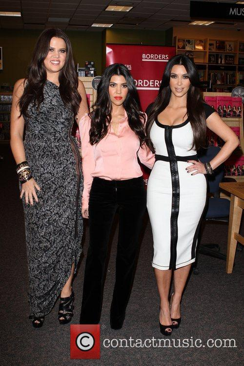 Khloe Kardashian, Kim Kardashian and Kourtney Kardashian 7