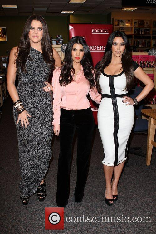 Khloe Kardashian, Kim Kardashian and Kourtney Kardashian 6