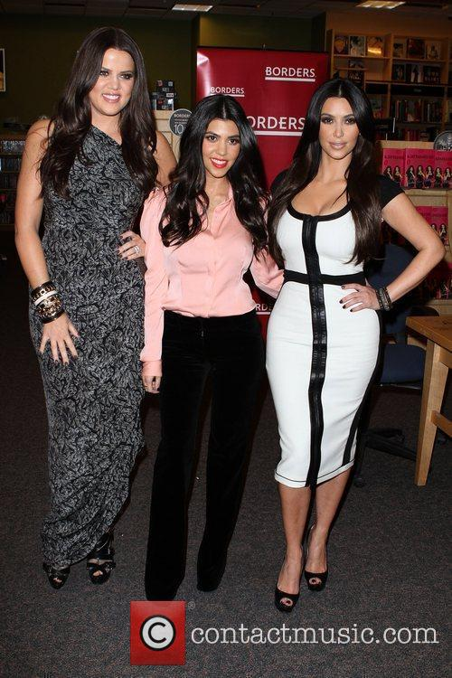 Khloe Kardashian, Kim Kardashian and Kourtney Kardashian 9