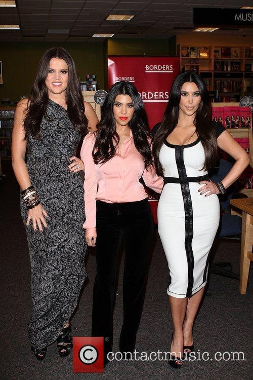 Khloe Kardashian, Kim Kardashian and Kourtney Kardashian 12