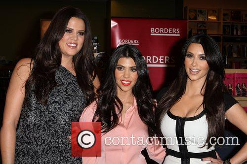 Khloe Kardashian, Kim Kardashian and Kourtney Kardashian 10