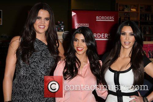 Khloe Kardashian, Kim Kardashian and Kourtney Kardashian 8