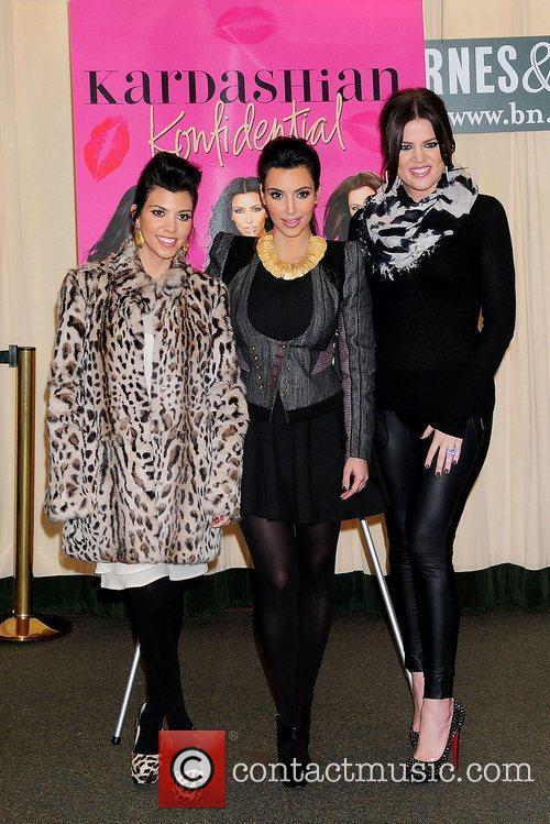 Kourtney Kardashian, Khloe Kardashian and Kim Kardashian 7