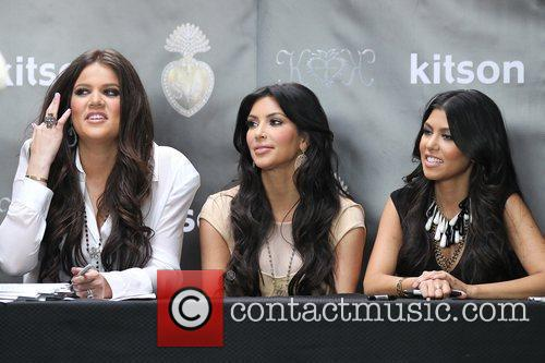 Khloe Kardashian, Kim Kardashian and Kourtney Kardashian 4