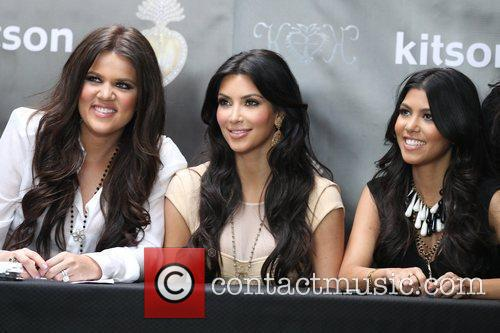 Khloe Kardashian, Kim Kardashian and Kourtney Kardashian 5