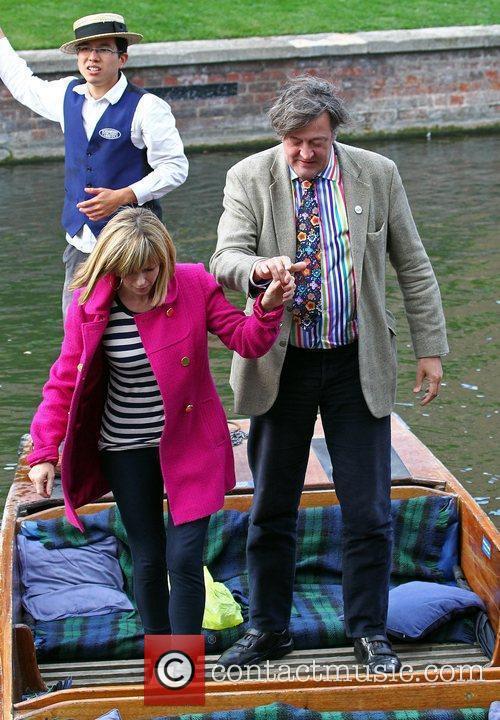 Kate Garraway interviews Stephen Fry while punting on...