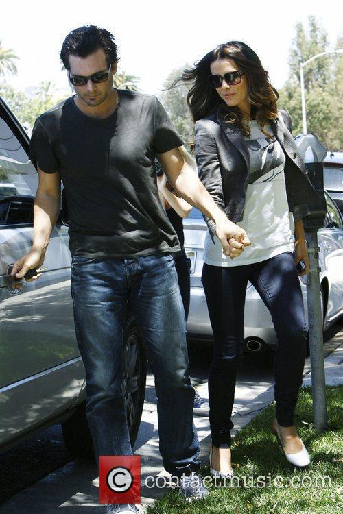 Kate Beckinsale and husband Len Wiseman leaving Byron...