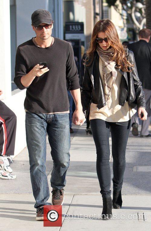 Actress Kate Beckinsale  holding her husband Len...