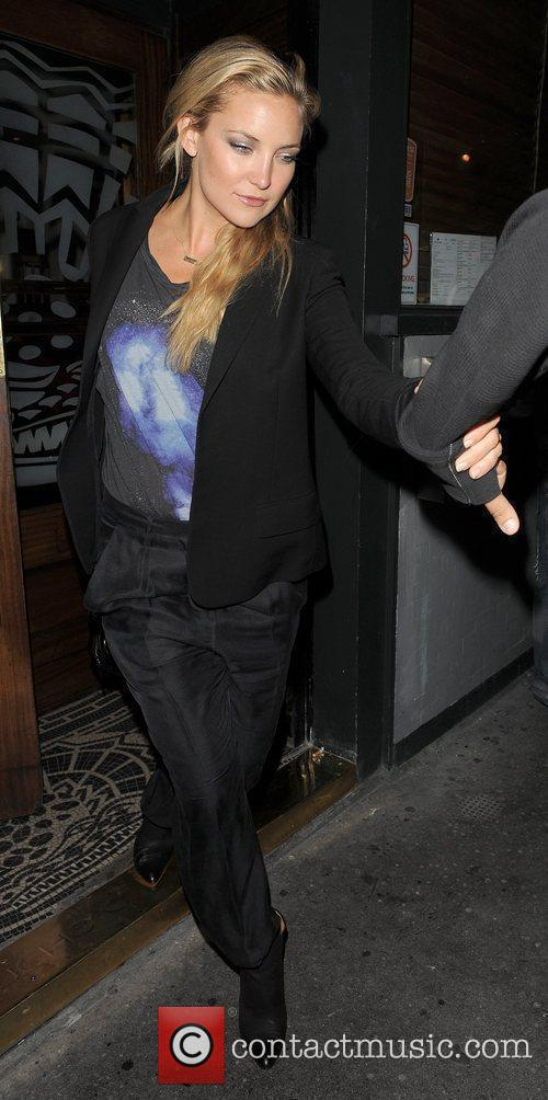 Kate Hudson spends the evening at the Ivy...