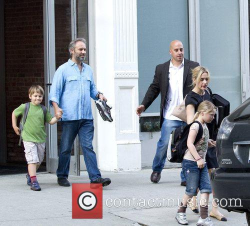 Kate Winslet, Sam Mendez With Children Mia and Joe 1