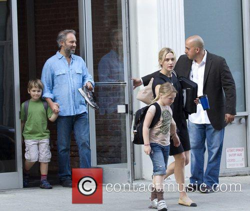 Kate Winslet, Sam Mendez With Children Mia and Joe 7
