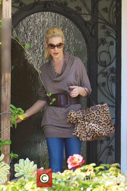 Katherine Heigl leaving home to meet her mother...