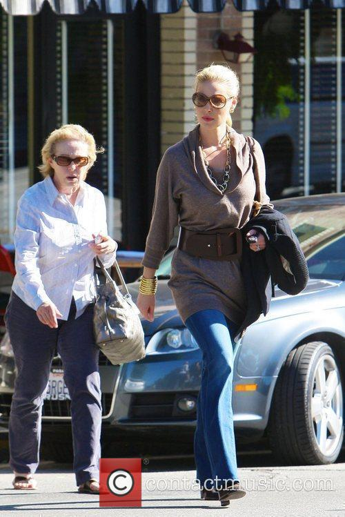 Katherine Heigl meets her mother for Lunch Los...