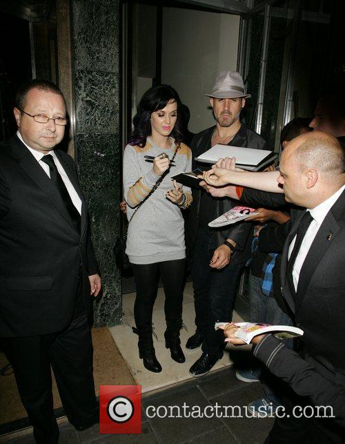 Katy Perry signs autographs for waiting fans outside...