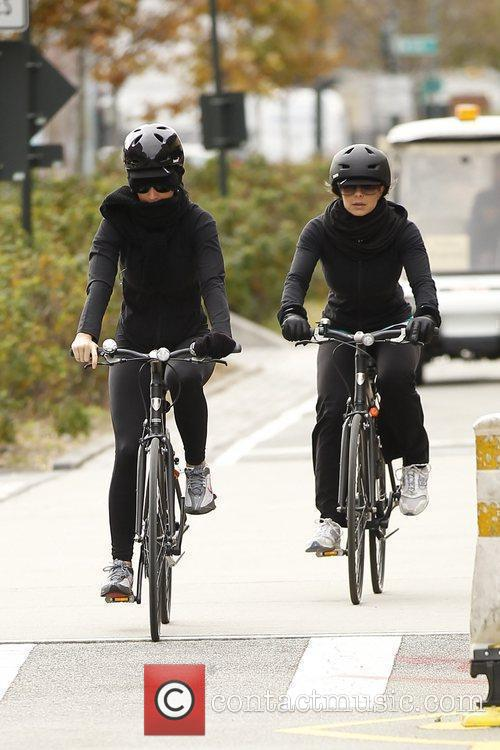 Kat Perry rides her bike in Manhattan New...