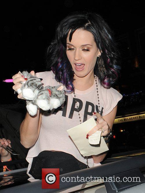 Katy Perry, Alan Carr and Russell Brand 35