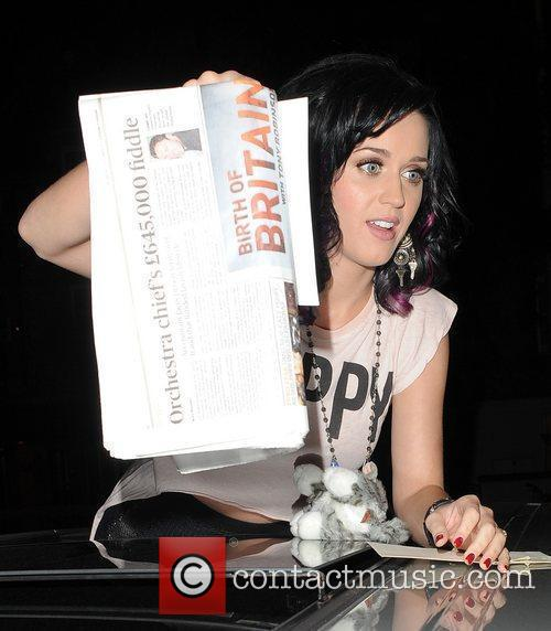 Katy Perry, Alan Carr and Russell Brand 30