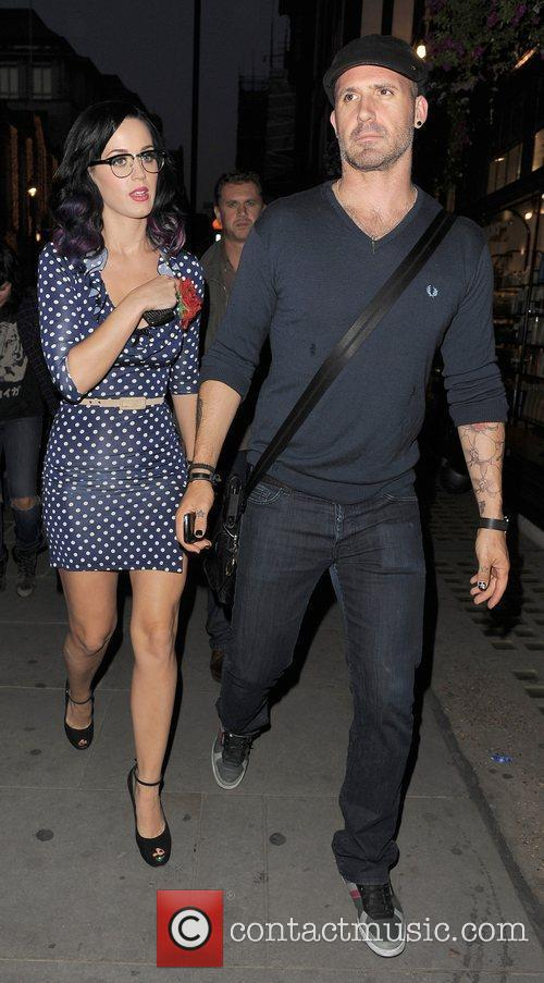 Katy Perry and A Male Companion Go Shopping In Trendy Designer Boutique Liberty Of London. 11