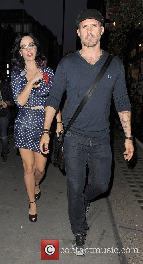 Katy Perry and A Male Companion Go Shopping In Trendy Designer Boutique Liberty Of London. 8