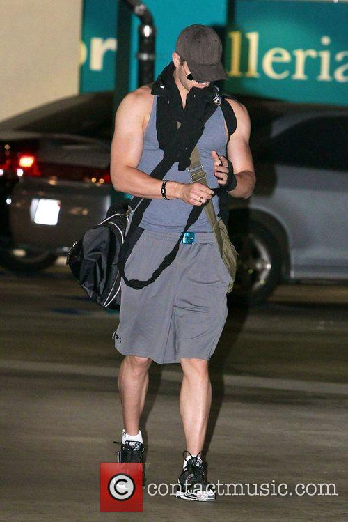Kellan Lutz  arrives at a gym for...