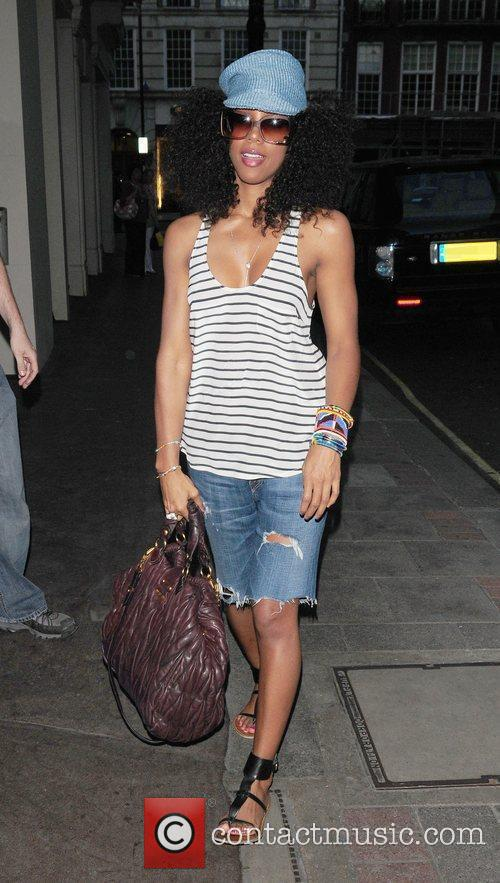 Kelly Rowland outside her hotel