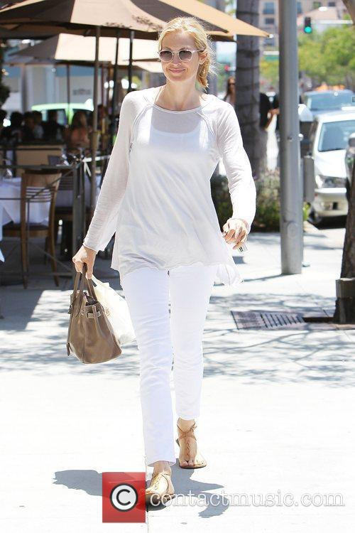 Kelly Rutherford leaving Il Pastio restaurant in Beverly...