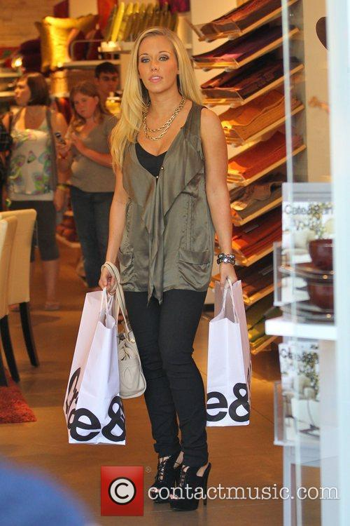 Kendra Wilkinson out shopping at Create and Barrell...