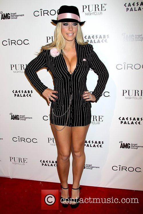 Kendra Wilkinson and Las Vegas 11