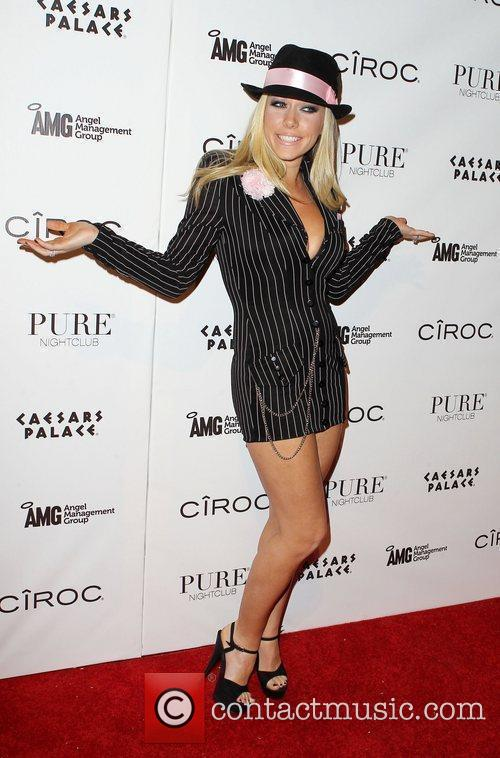 Kendra Wilkinson and Las Vegas 17