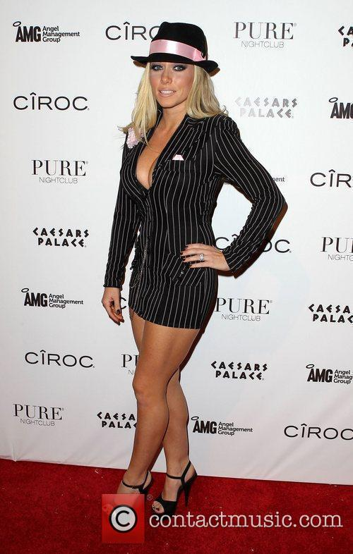 Kendra Wilkinson and Las Vegas 15