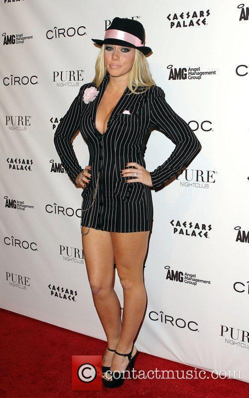 Kendra Wilkinson and Las Vegas 19