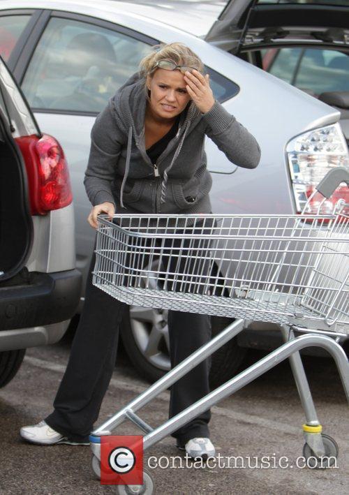 Kerry Katona  bangs her head while unloading...