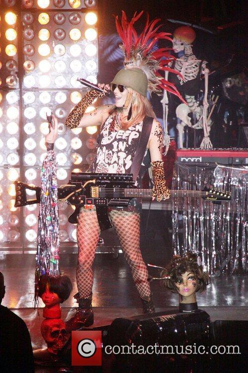 Kesha aka Ke$ha performs Sounds Like Paper 2010...
