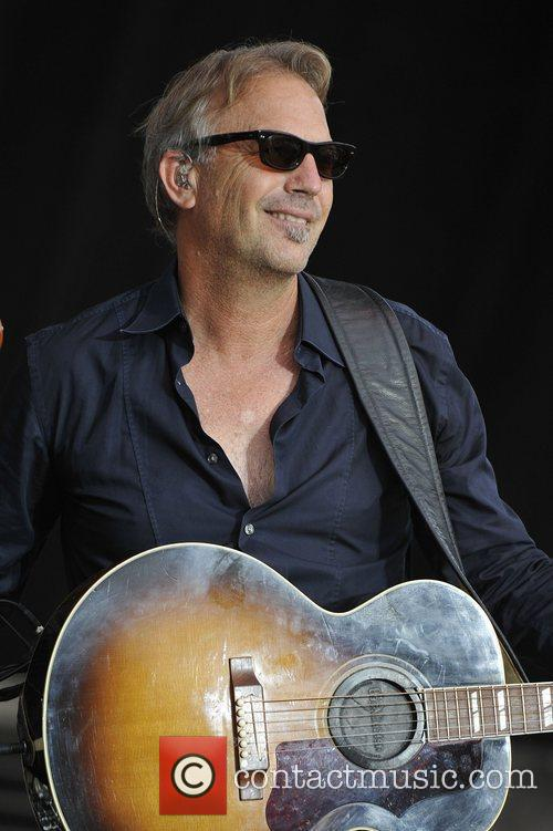 Kevin Costner & Modern West perform at Country...
