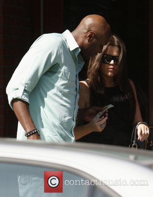 Khloe Kardashian takes a $20 bill from husband...