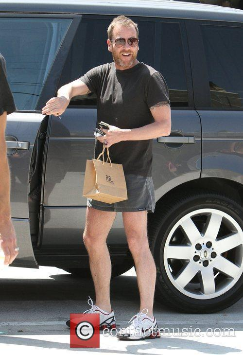 Keifer Sutherland spotted shopping for clothes on Melrose...