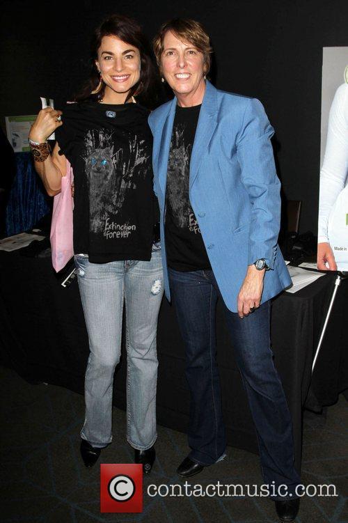 Traci Dinwiddie - 102.7 Kiis Fm Teens Choice Awards 2010